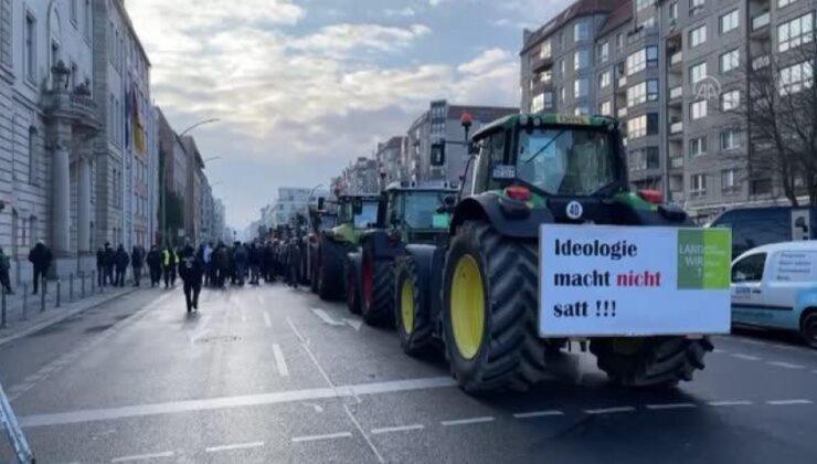 alman çiftçilerden traktörlü eylem