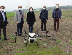üniversitenin buğdayları drone ile ilaçlandı
