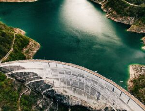 Baraj kapakları açıldı, 30 bin dönüm tarım arazisi sular altında kaldı