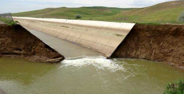 hes kanalındaki duvar çöktü, 300 dönüm tarla sular altında kaldı