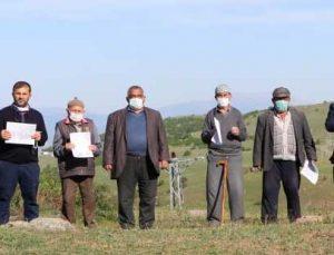 dedelerinden kalan tapulu arazileri için mücadele ediyorlar
