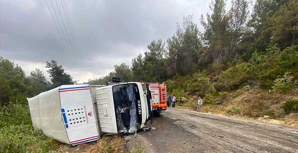 mersin'de tarım işçilerini taşıyan kamyonet devrildi: 11 yaralı