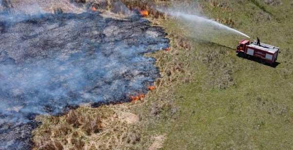 beyşehir gölü kenarındaki sazlık alan alev alev yandı