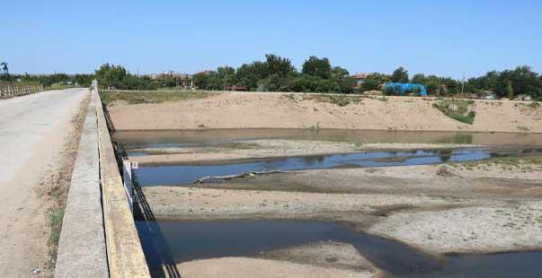 edirne'de endişe veren görüntüler: kuraklık yüzünden kum adacıkları oluştu