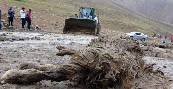 Yüksekova'da sel felaketi: 500 koyun sele kapıldı