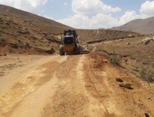 selden dolayı bozulan tarımsal arazi yolları onarılıyor!